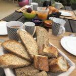 Petit déjeuner chambre d'hôtes de la Ptite Poule Rouge dans le Périgord Noir
